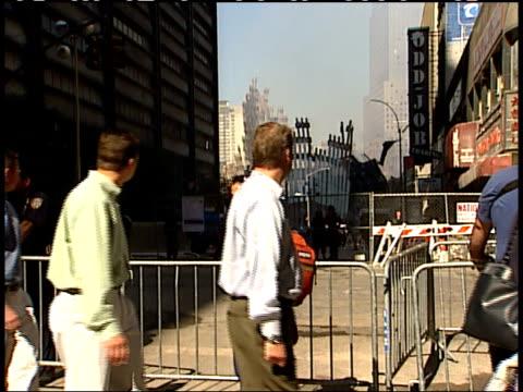 september 19, 2001 pedestrians crossing the street looking towards the world trade center's remains / new york city, new york, united states - 2001 bildbanksvideor och videomaterial från bakom kulisserna