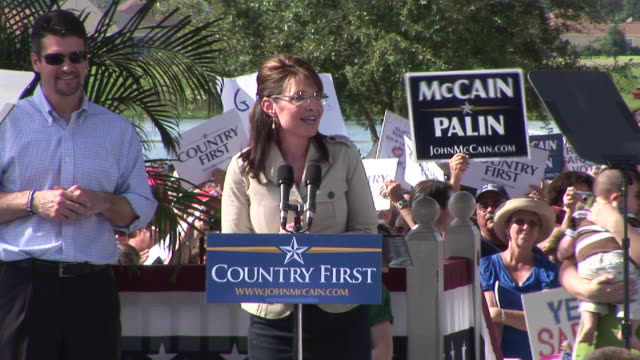 september 21 2008 ms republican vice presidential candidate sarah palin giving campaign speech with husband todd daughters piper and willow and son... - 2008年点の映像素材/bロール