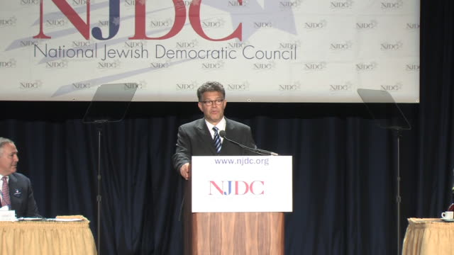 september 23 2008 ws zi al franken arriving to give senatorial campaign speech at the national jewish democrat council meeting at washington hilton/... - 背広点の映像素材/bロール