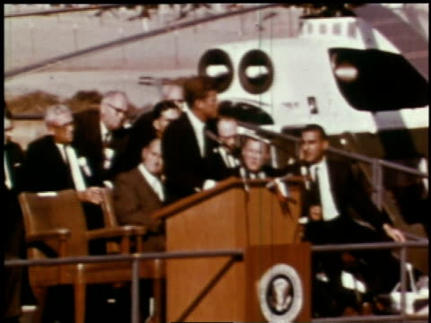 september 26 1963 ws john f kennedy gives speech regarding the united states and new energy technology crowd cheering / hanford washington united... - hanford nuclear reservation video stock e b–roll
