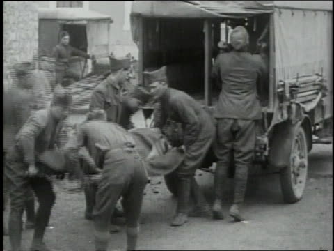 vidéos et rushes de september 29, 1918 soldiers removing wounded on stretchers from back of truck / souilly, meuse, france - première guerre mondiale