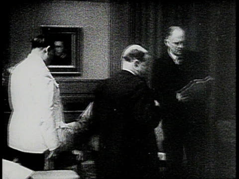 stockvideo's en b-roll-footage met september 30 1938 ms hitler chamberlain and others in meeting / munich germany - 1938