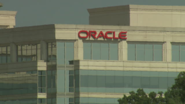 september 4 2008 ms commercial building with curtain wall architecture and oracle logo / annandale virginia united states - oracle corporation stock-videos und b-roll-filmmaterial