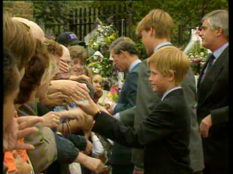 september 5 1997 film montage prince harry, prince william, and prince charles outside kensington palace after death of princess diana/ william... - anno 1997 video stock e b–roll
