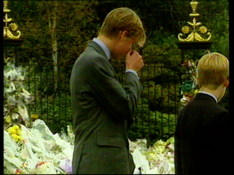 september 5 1997 film montage prince harry, prince william, and prince charles greeting looking at flowers left outside kensington palace following... - anno 1997 video stock e b–roll