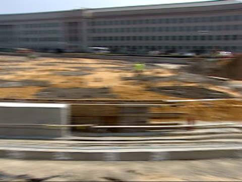 vídeos de stock e filmes b-roll de september 7, 2007 construction outside of the pentagon / washington d.c., united states - rasto de movimento
