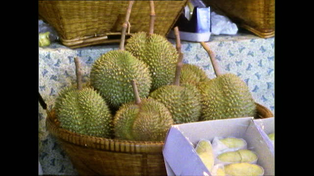 seq. of green tropical fruits for sale in bangkok market; 1989 - bangkok stock-videos und b-roll-filmmaterial