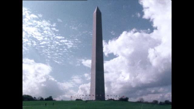 vidéos et rushes de seq. of iconic washington dc buildings and structures; 1976 - le capitole