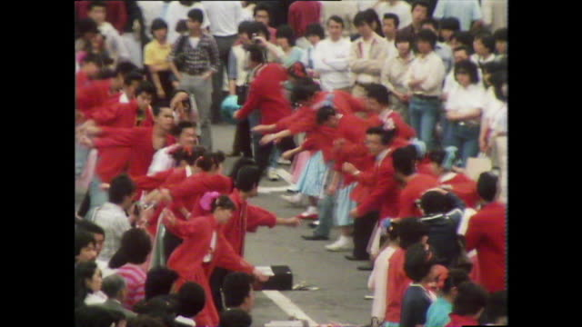 vídeos de stock, filmes e b-roll de seq of rockabilly dancers dancing in street; tokyo, 1981 - sapato de boliche