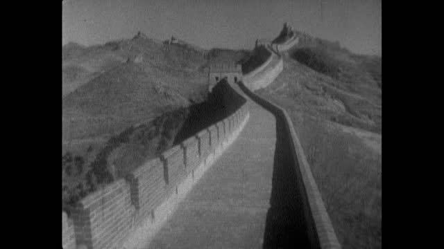 vídeos de stock, filmes e b-roll de seq. ws of the great wall of china; 1964 - enviesado