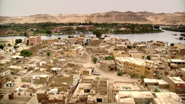 vídeos y material grabado en eventos de stock de sequence across the egyptian city of aswan. - desert area