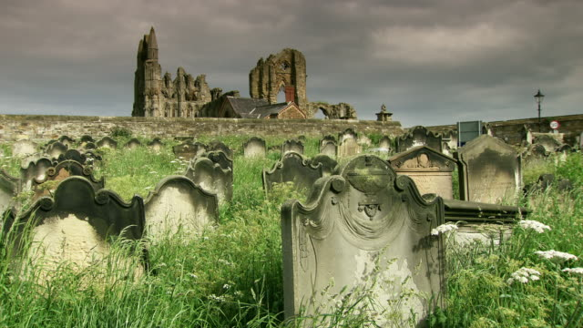 sequence around the old graveyard at whitby abbey. - grab stock-videos und b-roll-filmmaterial