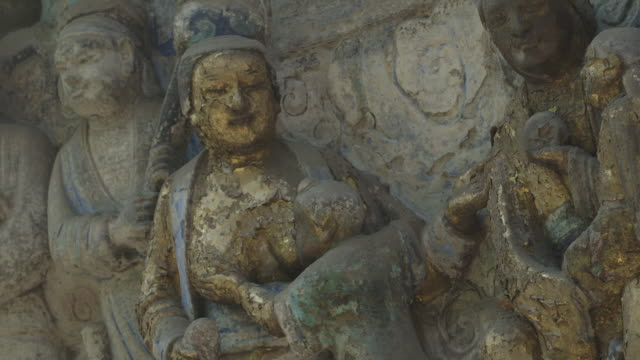 sequence depicting a large dazu rock carving showing detailed depictions of families of the tang dynasty, chongqing municipality, sichuan province, china. - erzählen stock-videos und b-roll-filmmaterial