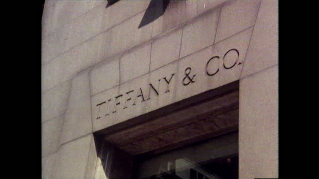 sequence of exterior shots of the tiffany & co. store in fifth avenue, new york city; 1980. tilt down the exterior with passing traffic. store name... - glamour stock videos & royalty-free footage