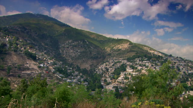 stockvideo's en b-roll-footage met sequence of hillside cityscape wide shots of the city of port-au-prince, haiti. - haïti