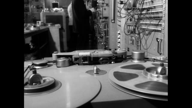 stockvideo's en b-roll-footage met sequence of reel to reel tape recorders; 1963 - klos