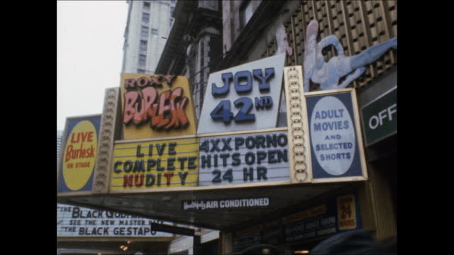 vidéos et rushes de sequence of shots from porn theaters and peep shows in times square in the 1970s. - lieux géographiques