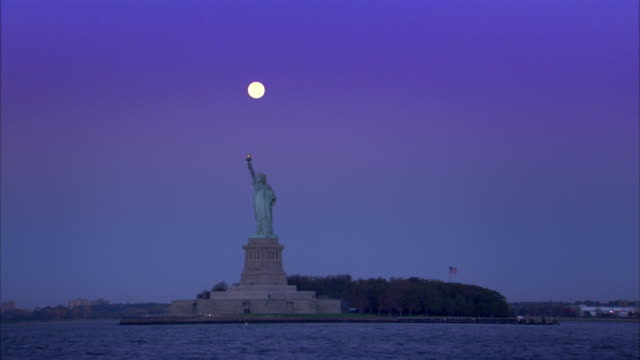 sequence of shots of new york city taken from a boat on the hudson river. - statue of liberty new york city stock-videos und b-roll-filmmaterial