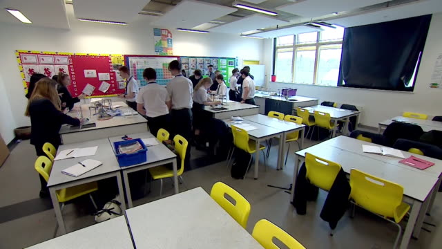 sequence of shots showing school children in the classroom during a science lesson - studying stock videos & royalty-free footage