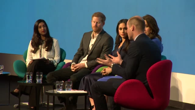 vídeos de stock, filmes e b-roll de sequence of shots showing the duke and duchess of cambridge and prince harry and meghan markle on stage at the royal foundation forum - realeza