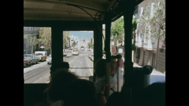 vídeos de stock e filmes b-roll de sequence of trolley buses going down san francisco hills - 1970 1979