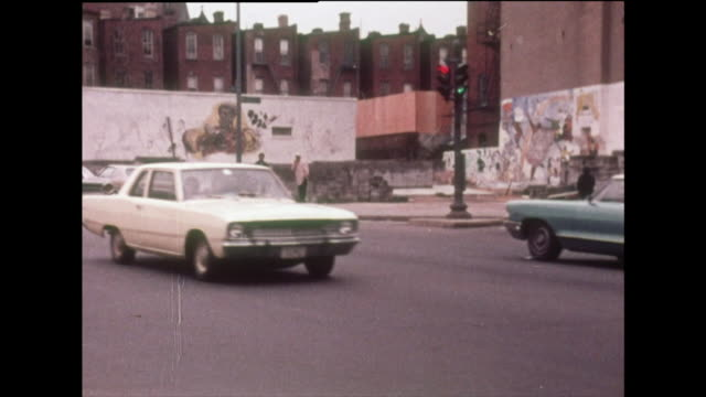 vídeos de stock e filmes b-roll de sequence of washington neighbourhood and people; 1970 - afro americano