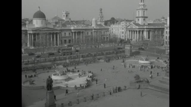 sequence over trafalgar square - 1957 stock-videos und b-roll-filmmaterial
