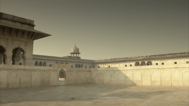 Sequence showing a courtyard inside Agra Fort, India.