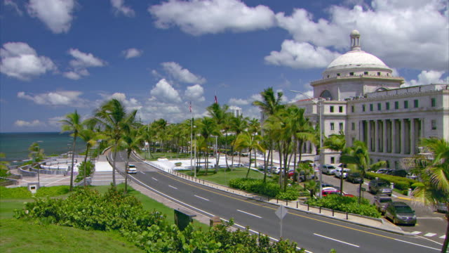 vídeos de stock, filmes e b-roll de sequence showing a drive past the senate and through well-to-do areas of san juan, puerto rico. - capitolio estatal de maryland