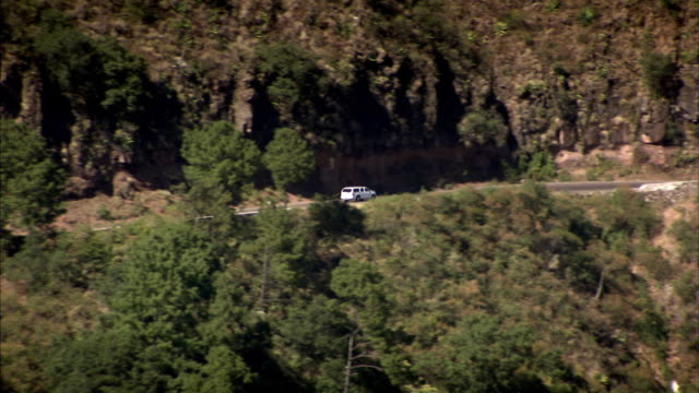 sequence showing a drive through mexico's sierra madre mountain range along the 'road of a thousand curves' in a white car. - sierra madre stock-videos und b-roll-filmmaterial