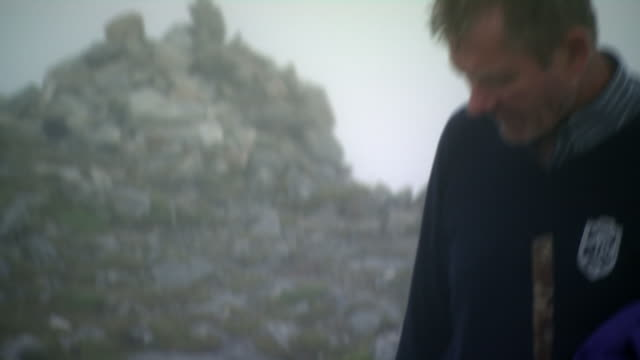 stockvideo's en b-roll-footage met sequence showing a pilgrim using catholic rosary beads atop croagh patrick on reek sunday, county mayo, republic of ireland. - bedevaart