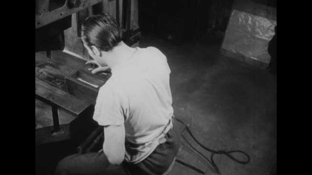vídeos de stock, filmes e b-roll de sequence showing a silversmith applying a pattern to forks using a small wooden press - indústria metalúrgica