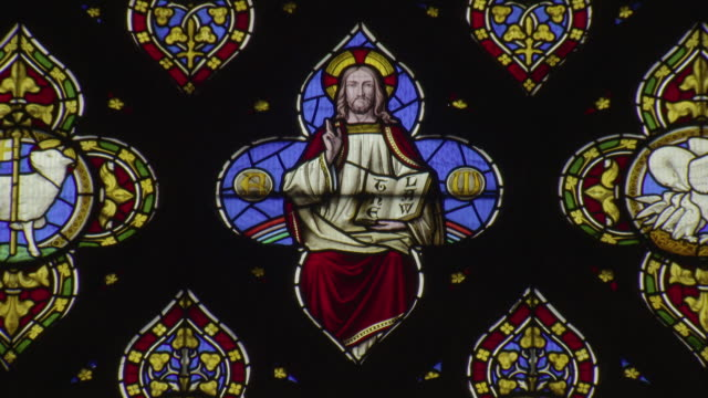 sequence showing a stained-glass depiction of jesus christ in st laurence's church in ludlow in shropshire, uk. - begriffssymbol stock-videos und b-roll-filmmaterial