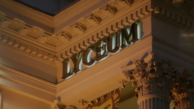 sequence showing close-ups of the exterior of the lyceum theatre, where 'the lion king' is playing, london, uk. - ウェストエンド点の映像素材/bロール