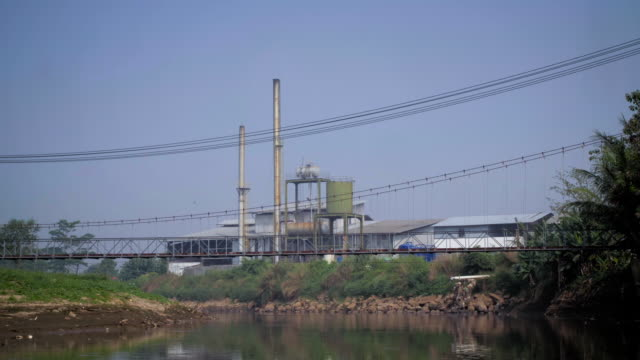 stockvideo's en b-roll-footage met sequence showing factories on the banks of the river citarum, of which many are reported to be dumping toxic chemicals, causing water pollution. - textielindustrie