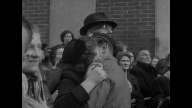sequence showing family and friends greeting returning soldiers at southampton who have been held as prisoners of war in korea. - ホームカミング点の映像素材/bロール