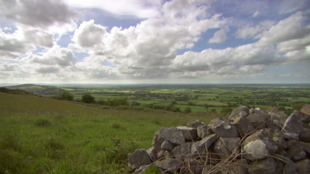 sequence showing fields and a dry stone wall in county limerick in the republic of ireland. - paesaggio collinare video stock e b–roll