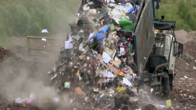 stockvideo's en b-roll-footage met sequence showing gulls circling around rubbish being tipped onto a uk landfill site. - environmental issues