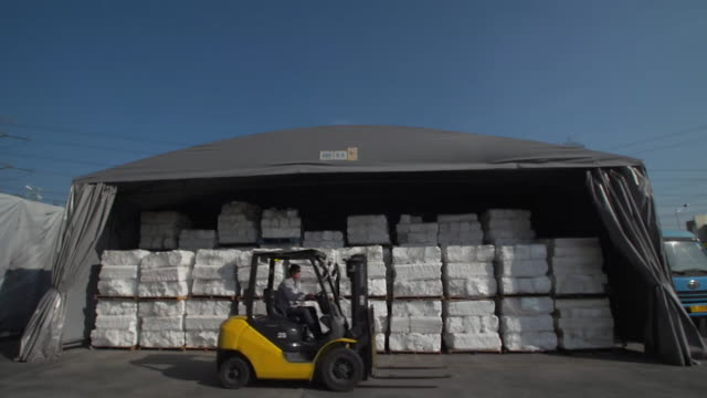 stockvideo's en b-roll-footage met sequence showing imported polystyrene being recycled into plastic pellets ready for reuse at a plant in china nnbz196x absa627d - afvalverwerking