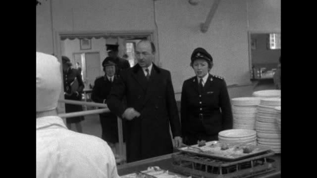 sequence showing john profumo visiting the women's royal army corps training centre at lingfield - サリー州点の映像素材/bロール