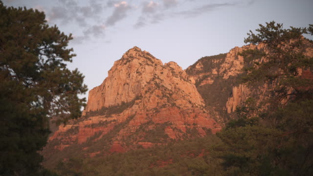 sequence showing large red rocks in the western part of the usa. - part of点の映像素材/bロール