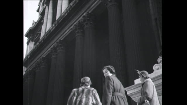 Sequence showing people arriving at St Paul's Cathedral for an Easter church service