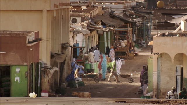 sequence showing people going about their daily lives in the mining town of zouerat, mauritania. - モーリタニア点の映像素材/bロール