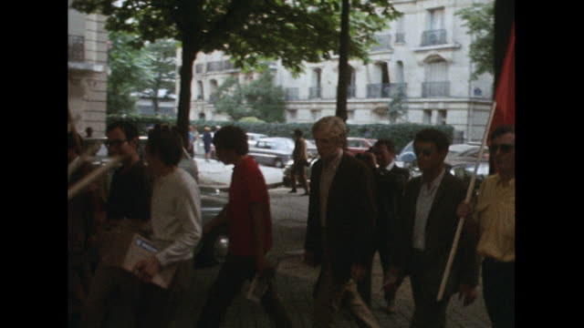 sequence showing people in rome protesting against the russian led invasion of czechoslovakia - comunismo video stock e b–roll