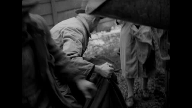 vídeos y material grabado en eventos de stock de sequence showing people queuing for coal at watford gas works - cuchara de helado