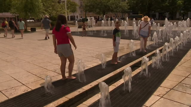 Sequence showing people trying to find relief from the heatwave in Spain