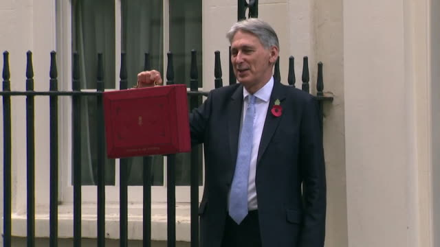 sequence showing philip hammond leaving number 11 downing street and delivering the autumn budget 2018 to parliament including aerials - number 11 stock videos and b-roll footage