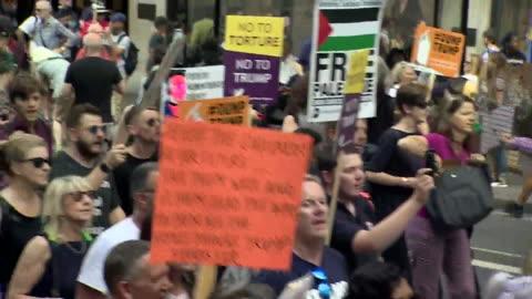 sequence showing protesters in central london following donald trump's first official visit as us president - följa rörlig aktivitet bildbanksvideor och videomaterial från bakom kulisserna