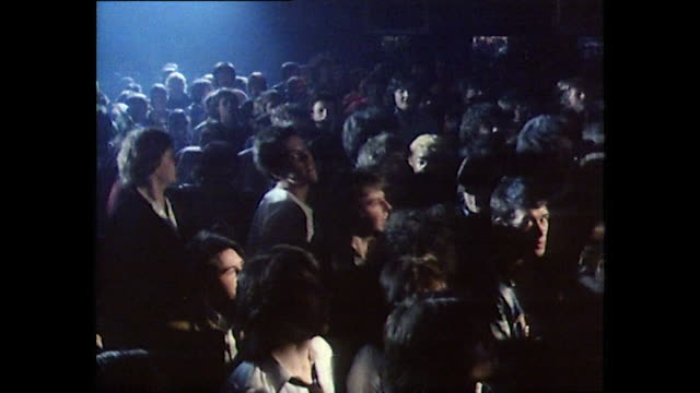 vidéos et rushes de sequence showing punk rockers at a concert in a club - punk