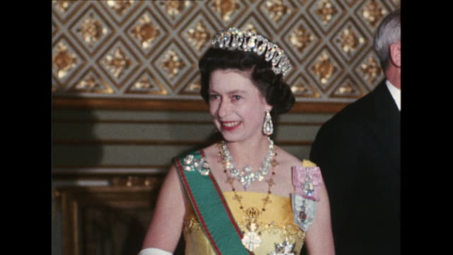 sequence showing queen elizabeth and prince phillip holding a royal banquet for the italian president giuseppe saragat at windsor castle - harold wilson stock-videos und b-roll-filmmaterial